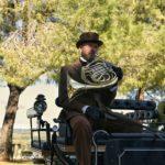 conducente carrozza cavalli con tromba