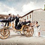 immagine matrimonio in carrozza con ospiti, cavallonatura